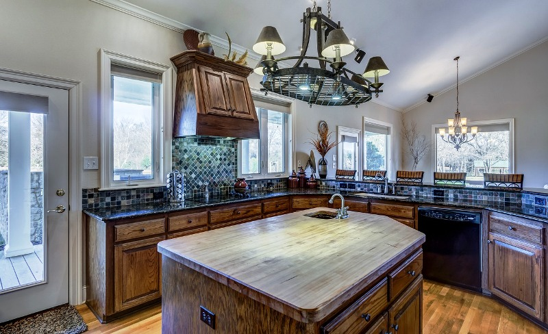 10 Creative Ideas To Optimize The Empty Space Between The Kitchen Cabinets And The Ceiling